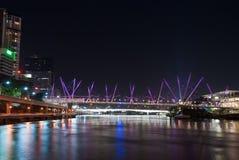 澳洲桥梁布里斯班kurilpa晚上 图库摄影