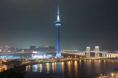 澳门塔和Sai范Bridge在晚上澳门 免版税库存照片