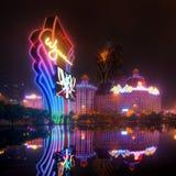 澳门赌博娱乐场在晚上 免版税库存照片