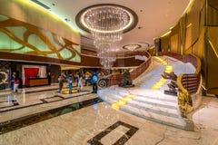 澳门,中国-澳门新葡京酒店大厅台阶 免版税库存照片