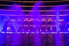 澳门,中国- 2014年 10 15 :澳门-亚洲的赌博的首都 跳舞喷泉展示的照片在著名Wynn旅馆 免版税库存照片