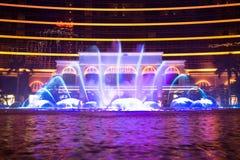 澳门,中国- 2014年 10 15 :澳门-亚洲的赌博的首都 跳舞喷泉展示的照片在著名Wynn旅馆 免版税图库摄影