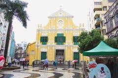 澳门,人们都市风景走 位于圣Dominic的教会,澳门 它是澳门历史城区 库存照片