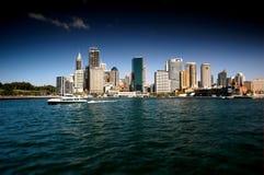 澳洲市港口现代下个摩天大楼悉尼向江边 图库摄影