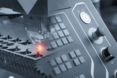 激光切削刀机器的抽象场面 库存照片