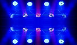 激光发出光线聚光灯阶段 库存图片