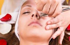 激光和超声波面孔治疗 库存图片