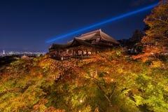 激光展示的Ight在kiyomizu dera寺庙 免版税库存照片
