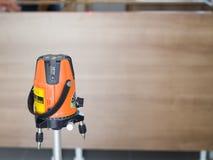 激光水平测量诊断工具激光为修造的水平工具厨房 免版税库存照片
