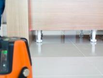 激光水平测量诊断工具激光为修造的水平工具厨房 库存图片