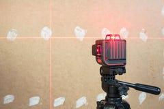 激光水平测量的工具 免版税库存照片