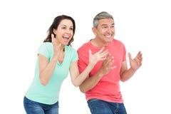 激动夫妇欢呼 库存图片