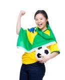 激动的亚洲妇女装饰与巴西旗子 免版税库存图片