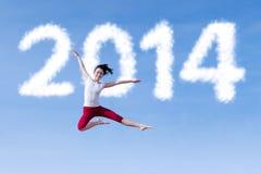 激动的妇女跳舞与新年2014年 免版税图库摄影