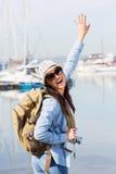 激动的年轻游人 免版税库存照片