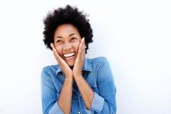 激动的年轻非洲妇女在手上的握面孔 免版税库存图片
