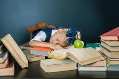 激发您的孩子学习一个乏味主题 免版税图库摄影