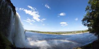 瀑布、彩虹和Canaima盐水湖,委内瑞拉 免版税图库摄影
