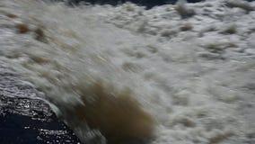 瀑布不屈不挠的发怒的小河 股票视频