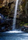 瀑布临近有顶饰小山科罗拉多 免版税库存图片