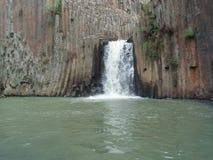 瀑布和圣诞老人MarÃa Regla,墨西哥玄武岩棱镜  库存图片