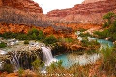 瀑布和小河-美好的风景- Havasupai大峡谷国家公园亚利桑那AZ美国 库存照片