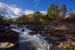 瀑布和山在Killin,苏格兰 免版税图库摄影