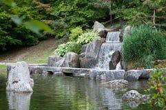 瀑布和岩石 图库摄影