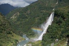 瀑布和彩虹在喜马拉雅山 图库摄影