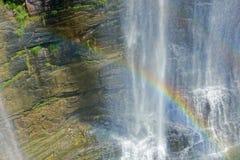 瀑布和彩虹 库存照片