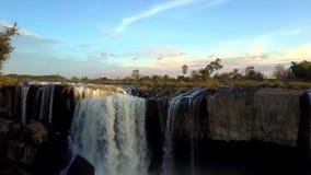 瀑布和河反对山鸟瞰图 影视素材