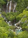 瀑布和湖在Plitvice国家公园 免版税图库摄影