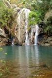 瀑布和湖 免版税图库摄影