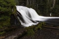 瀑布和Riverflow 免版税库存照片