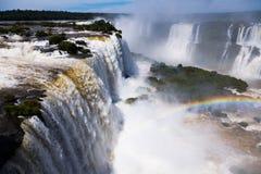 瀑布在伊瓜苏河,巴西的Cataratas del伊瓜苏 免版税库存图片