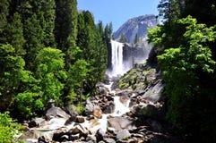 瀑布在优胜美地国家公园 免版税库存图片