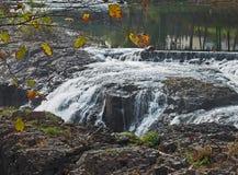 瀑布在伟大的秋天公园在佩特森, NJ 免版税库存图片