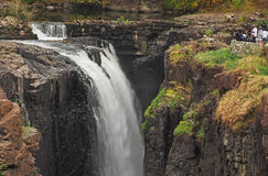 瀑布在伟大的秋天公园在佩特森, NJ 免版税库存照片