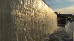 瀑布在公园在夏天,慢动作,特写镜头 股票录像