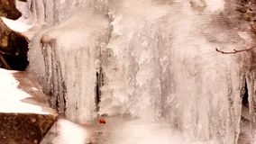 瀑布在冬天 影视素材