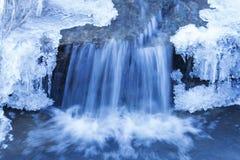 瀑布在冬天 免版税库存照片