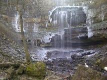 瀑布在冬天 库存照片