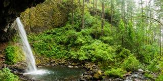 瀑布在哥伦比亚峡谷 库存图片