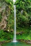 瀑布在密林(甘米银岛,菲律宾) 库存图片