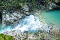 瀑布在峡谷关岛 库存照片