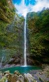 瀑布在最后Levada Caldeirao Verde的 库存图片