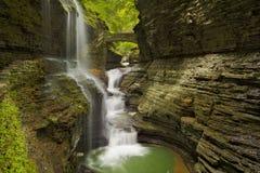 瀑布在沃特金斯纽约状态的,美国幽谷峡谷 免版税库存照片