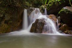 瀑布在深森林,国家公园,泰国里 免版税库存图片