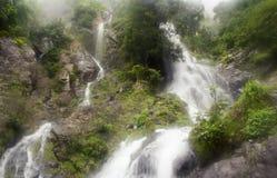 瀑布在深森林,国家公园,泰国里 免版税库存照片