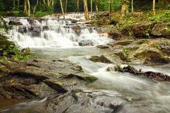 瀑布在热带森林里 免版税图库摄影